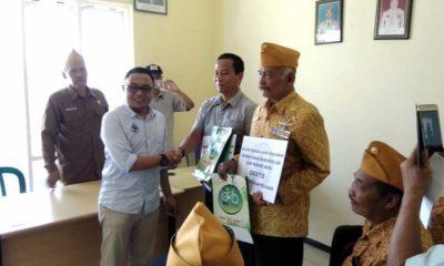 Direktur Perumdam Kota Batu, Serahkan Hadiah ke Para Pejuang Berupa Progam Sambungan Gratis