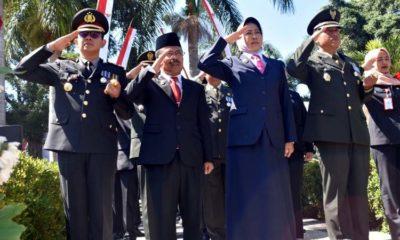 Walikota dan Ketua DPRD Kota Batu Menangis di Taman Makam Pahlawan
