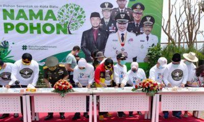 Perayaan HUT Kota Batu ke 19 diawali dengan gerakan 'Satu nama satu pohon' di Jalan Jenderal Sudirman, Kota Batu.